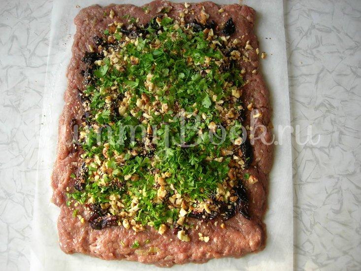 Мясной рулет с черносливом и орехами - шаг 5