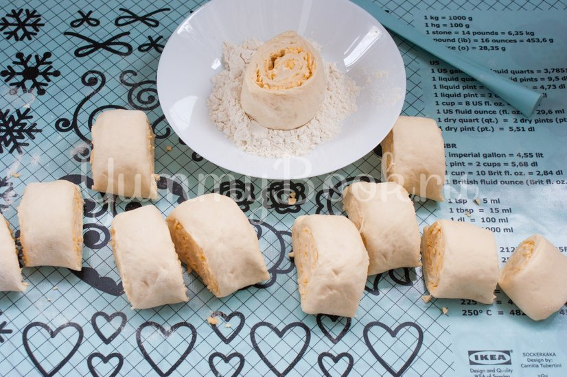 Дрожжевые булочки с сыром - шаг 8