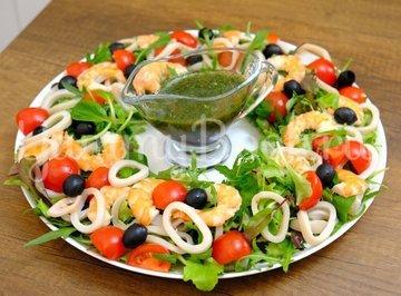 Салат с кальмарами, креветками и новым соусом - шаг 5