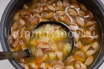 Суп с колбасой в мультиварке - шаг 6