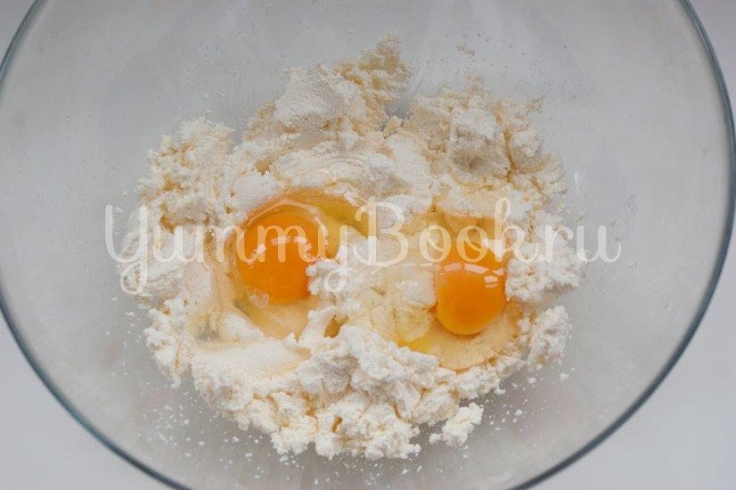 Сырники с кокосовой стружкой - шаг 1
