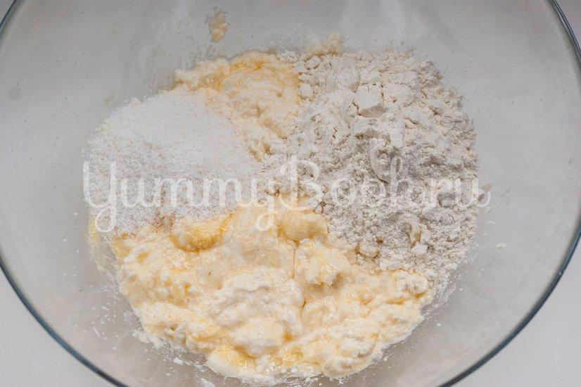 Сырники с кокосовой стружкой - шаг 2