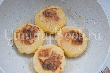 Сырники с кокосовой стружкой - шаг 5