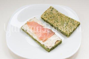 Канапе из шпинатного бисквита, творожного сыра и сёмги - шаг 10