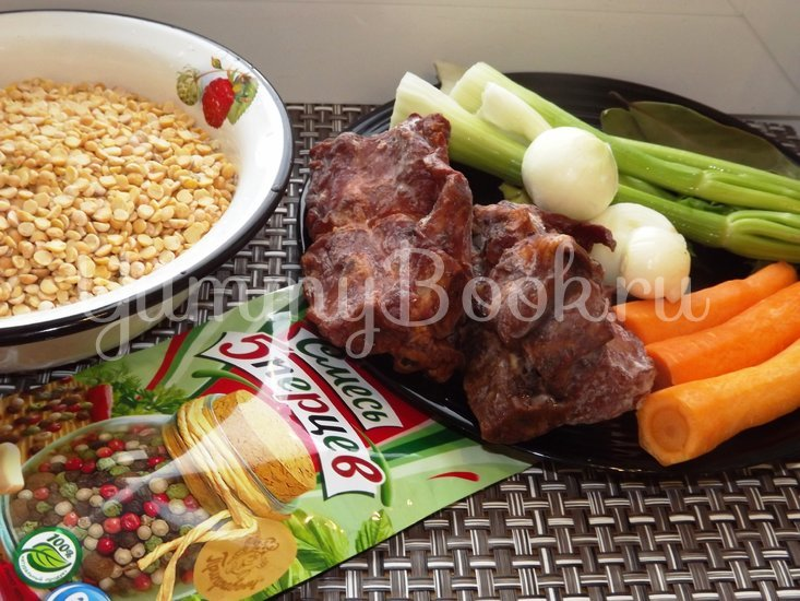 Пряный гороховый суп-похлебка с овощами и копчеными ребрышками - шаг 1