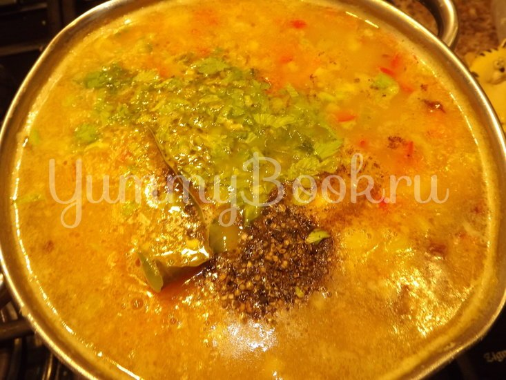 Пряный гороховый суп-похлебка с овощами и копчеными ребрышками - шаг 11