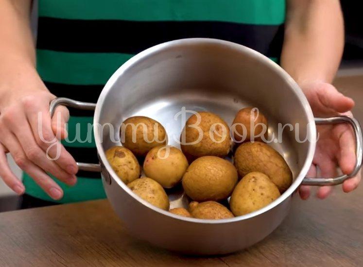 Хрустящая раздавленная картошка в духовке - шаг 1