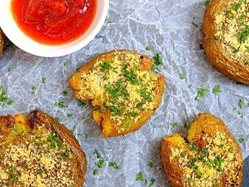 Хрустящая раздавленная картошка в духовке