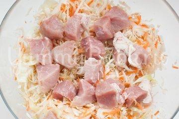Капуста со свининой в рукаве - шаг 5