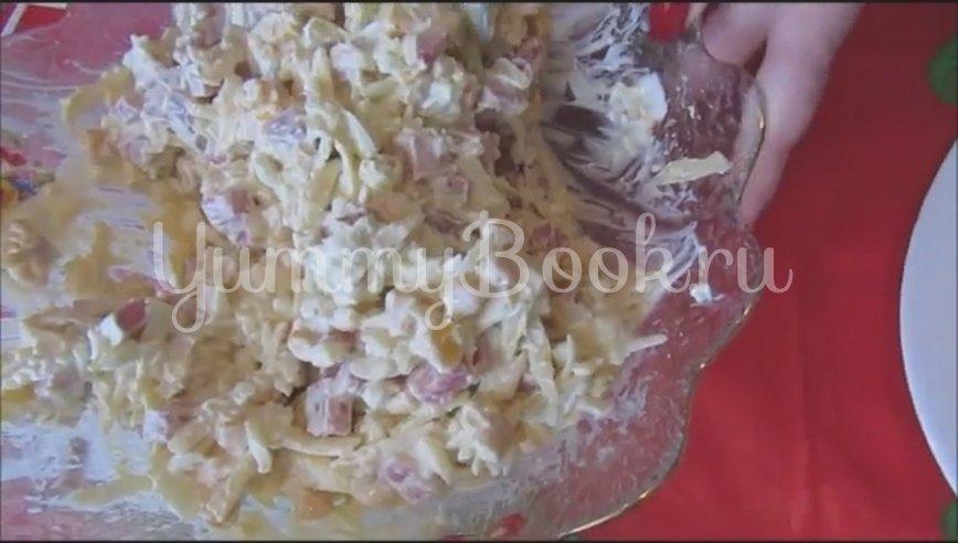 Салат с копченой колбасой и кукурузой - шаг 3