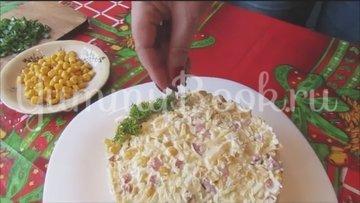Салат с копченой колбасой и кукурузой - шаг 5