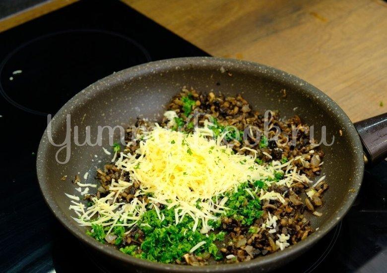 Куриный рулет с грибами и сыром  - шаг 5