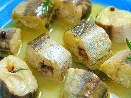 Минтай в сливочно-луковом соусе
