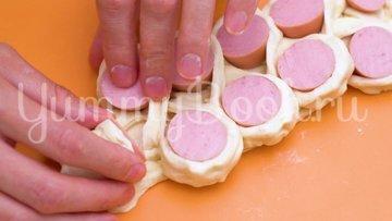 5 оригинальных способов завернуть сосиски в тесто - шаг 4