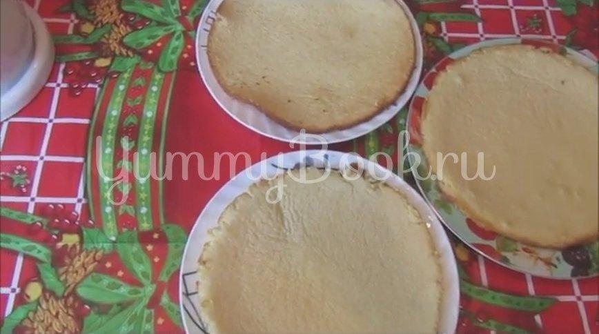 Торт на сгущенке со сметанным кремом и черносливом - шаг 4