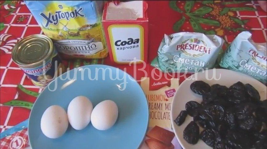 Торт на сгущенке со сметанным кремом и черносливом - шаг 1