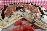 Торт на сгущенке со сметанным кремом и черносливом