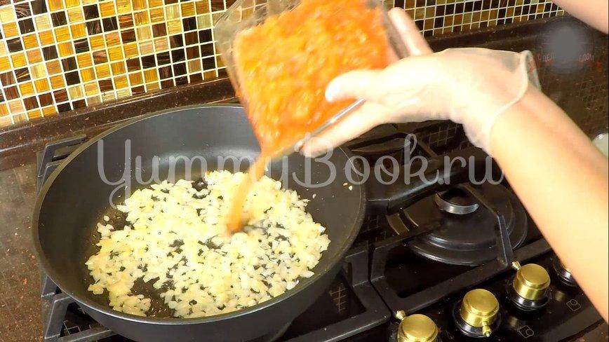 Гнезда с фаршем на сковородке - шаг 7