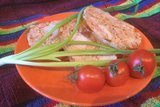 Куриный рулет с томатами и перцем