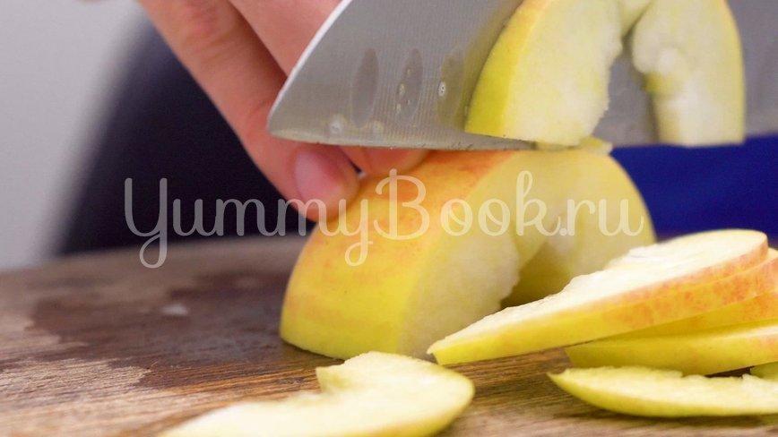 Шарлотка с яблоками из 5 ингредиентов - шаг 1