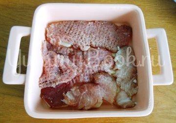 Свинина на картофельном ложе, запечённая в духовке  - шаг 4
