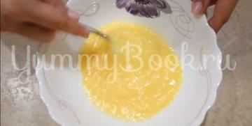 Омлет с колбаской и сыром - шаг 1