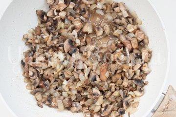 Картофельный рулет с курицей и грибами - шаг 3