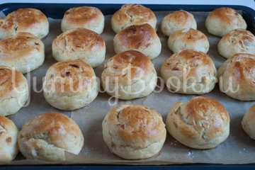 Дрожжевые картофельные булочки с луком - шаг 13