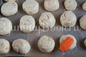 Дрожжевые картофельные булочки с луком - шаг 12