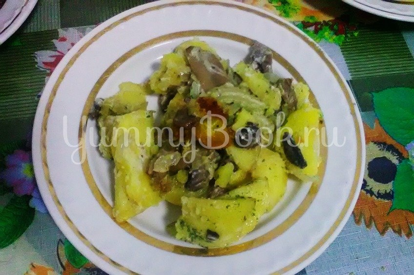 Картошка с грибами, тушенная в сметане