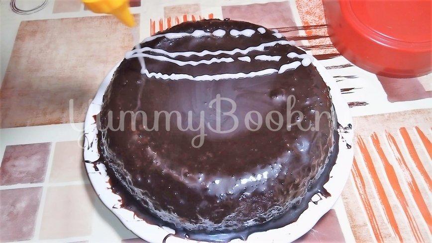 Шоколадный торт с вишней и кремом - шаг 7