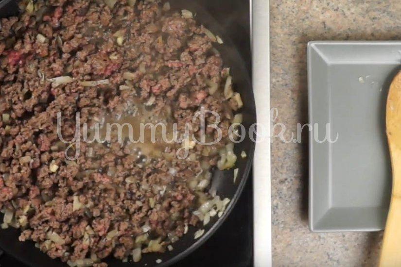 Макароны с фаршем в томатном соусе на сковороде  - шаг 1