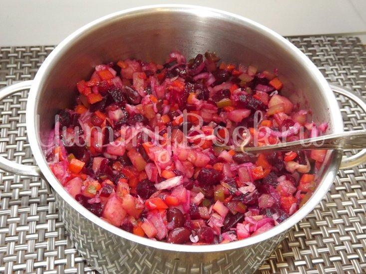 Винегрет с красной фасолью и маринованным луком - шаг 10