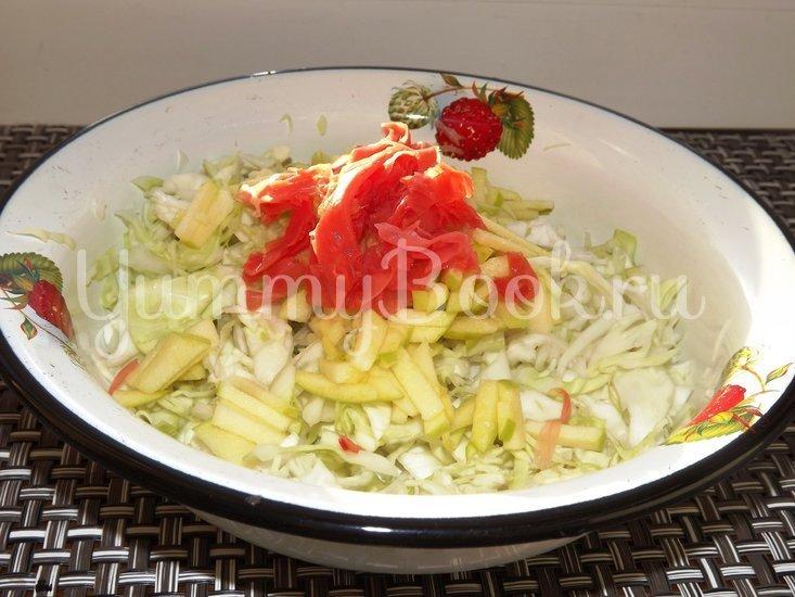 Салат из свежей капусты с имбирем и яблоком - шаг 4