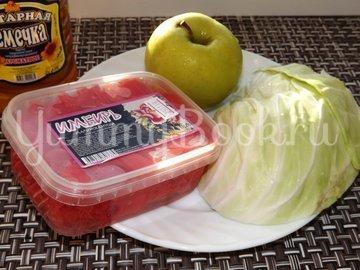 Салат из свежей капусты с имбирем и яблоком - шаг 1