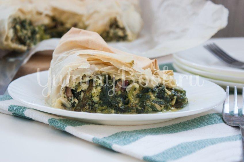 Пирог из теста фило со шпинатом, чеддером и фетой