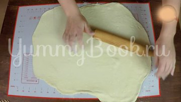 Пирожки из слоеного теста с вишней и яблоком - шаг 4