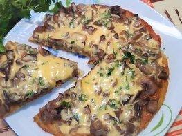 Картофельная пицца с грибами  на сковороде