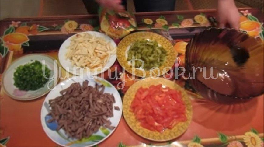 Салат с сердцем, копченым сыром и овощами - шаг 2