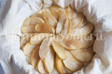Пирог с заварным кремом и яблоками - шаг 11