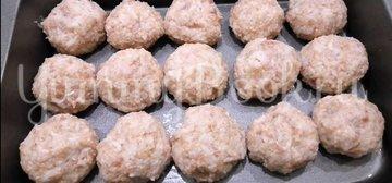 Ежики из фарша с рисом в духовке - шаг 5