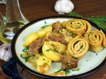 Нудли с говядиной и картошкой