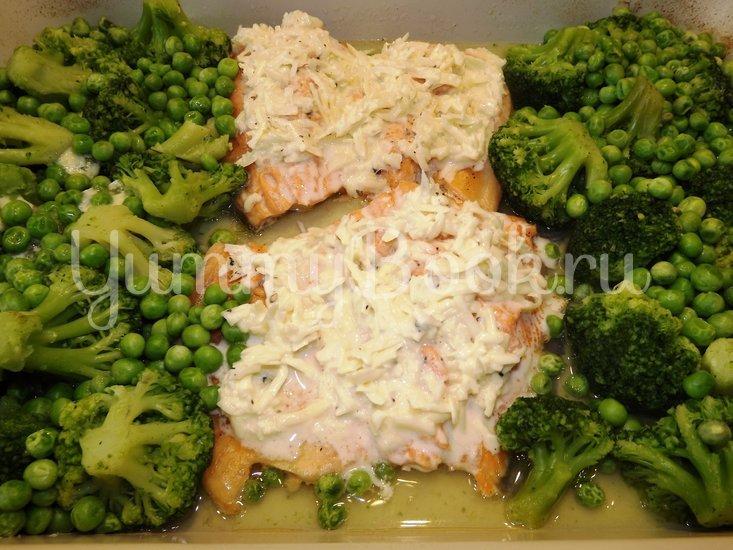 Форель запеченная с брокколи и зеленым горошком - шаг 7