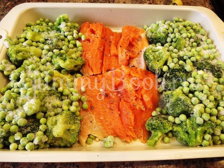 Форель запеченная с брокколи и зеленым горошком - шаг 3