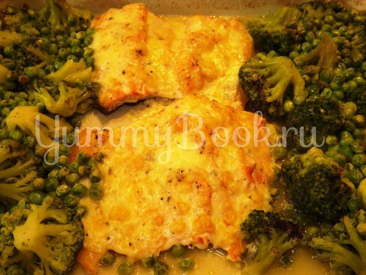 Форель запеченная с брокколи и зеленым горошком - шаг 8