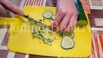 Салат с мясом и яичными блинчиками - шаг 3