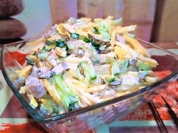 Салат с мясом и яичными блинчиками