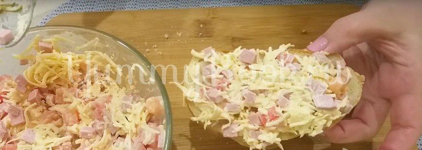 Горячие бутерброды с сыром и колбасой в духовке - шаг 5