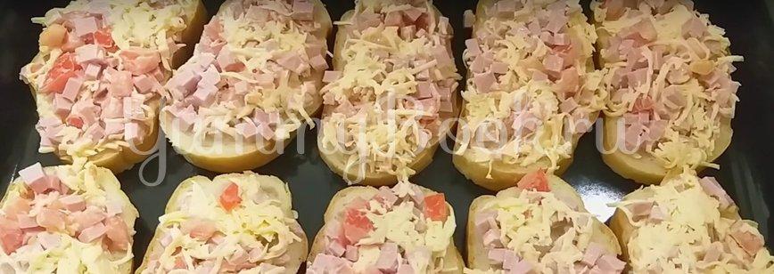 Горячие бутерброды с сыром и колбасой в духовке - шаг 6