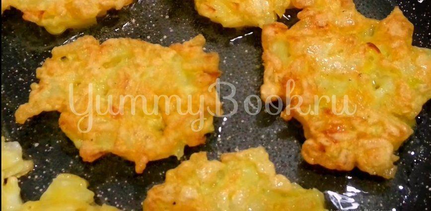 Оладьи из лука на сковороде - шаг 5
